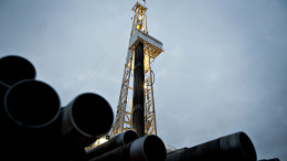 Unit Drilling Co. crude oil rig 123 drills a crude oil well outside Watford City, North Dakota, U.S. Photographer: Daniel Acker