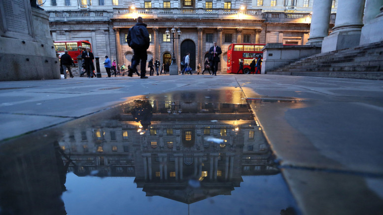 The Bank of England kept interest rates unchanged at a record low on Jan. 14, citing a weakening outlook for growth and inflation. Photographer: Chris Ratcliffe.