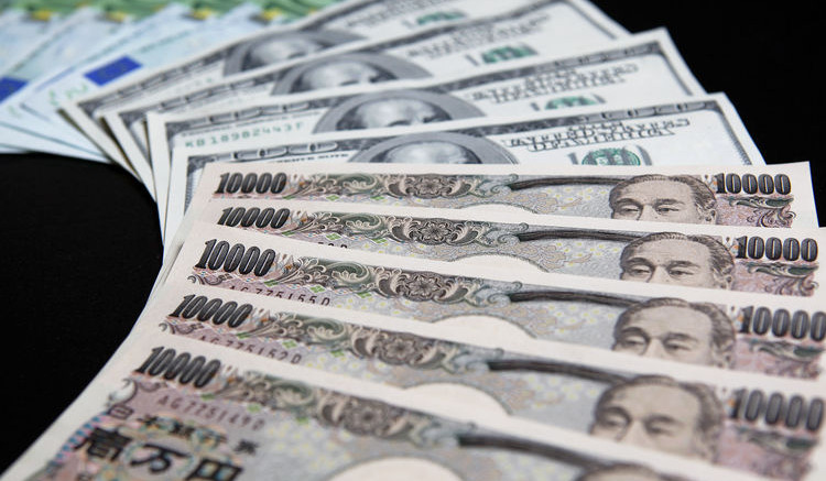 One-hundred euro, from top, U.S. one-hundred dollar, and ten-thousand yen banknotes. Photographer: Kiyoshi Ota