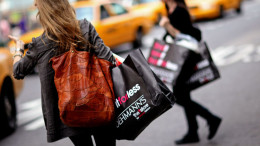 U.S. Retail Sales Probably Rose. Shoppers in New York. Photographer: Jin Lee