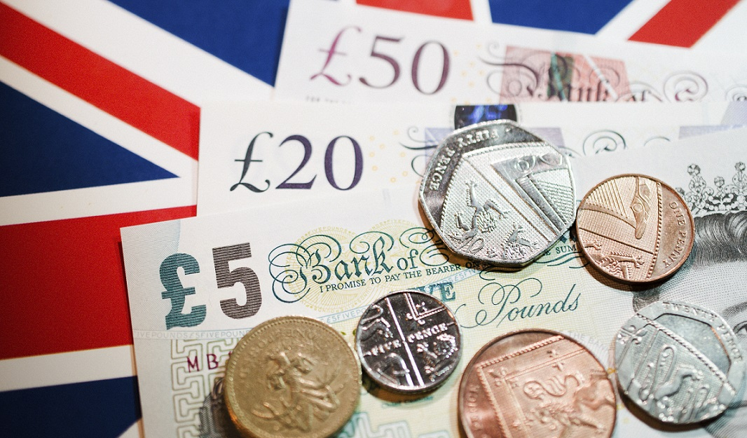 the uk economy The uk economy at the crossroads 3 executive summary despite high levels of employment after eight and a half years of economic growth, the uk economy is facing some serious economic challenges: long-term rising inequality, real wages that are.
