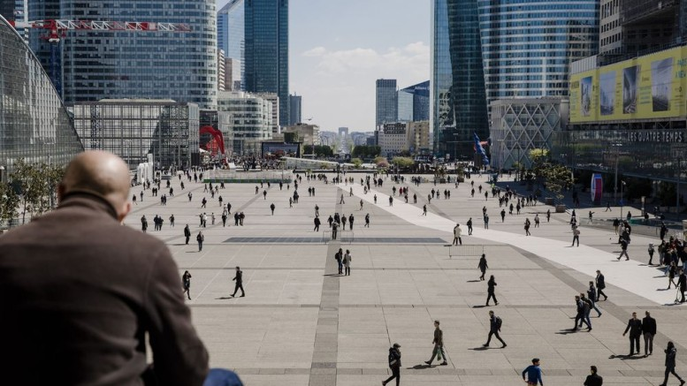 The La Defense business district in Paris. Photographer: Marlene Awaad/Bloomberg