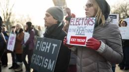 anti-trump-protesters